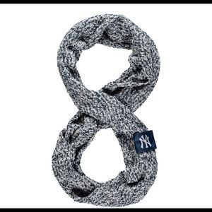 MLB New York Yankees Knitted Infinity Scarf